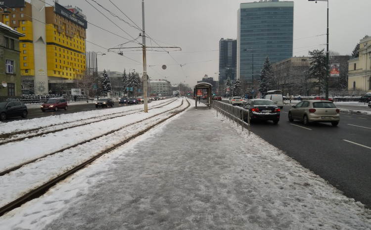Tramvajsko stajalište kod Tehničke škole pod ledom