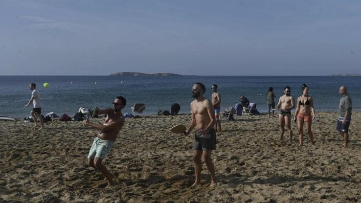 Policijske patrole zaputile su se na plaže kako bi motrili gužvu