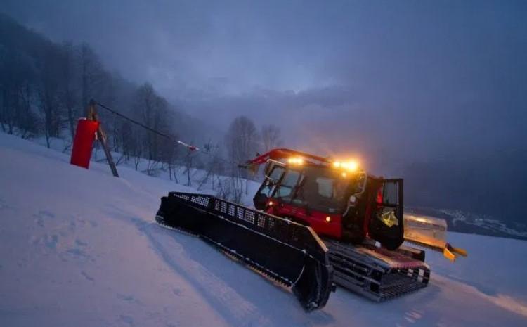 Noćno skijanje: Pao pod zadnje valjke ratraka