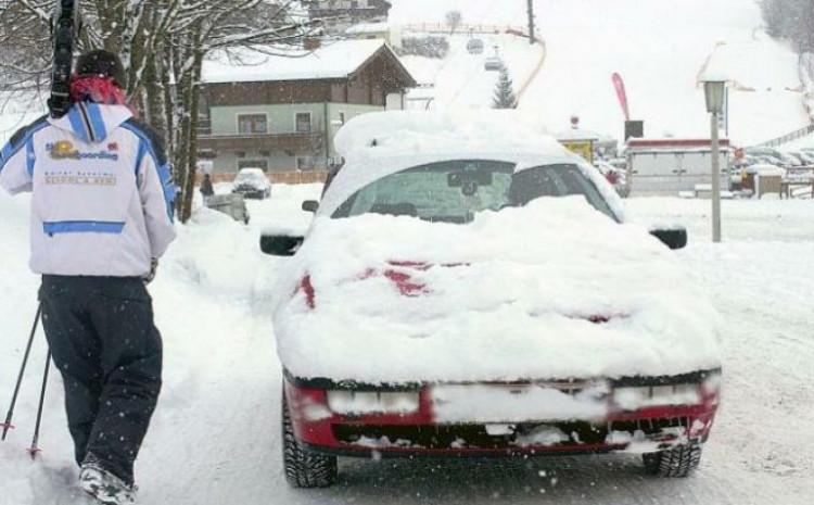 Očistite vozilo od snijega i leda