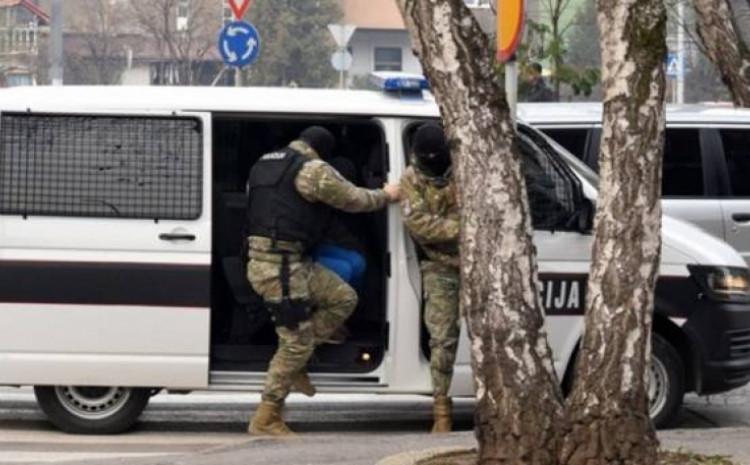 Policija savladala nasilnika