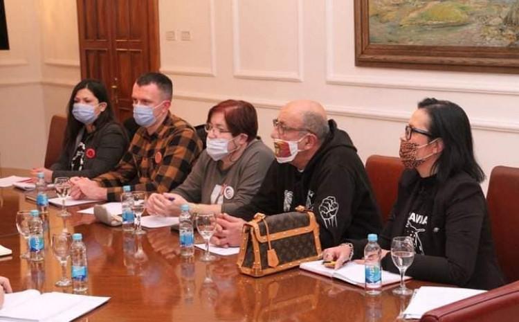Članovi grupe koji su prisustvovali na sastanku