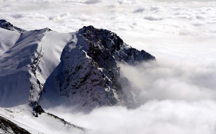 Lavina pogodila skijašku stazu u mjestu Dombaj