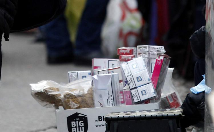 Prodaju cigarete po ulici