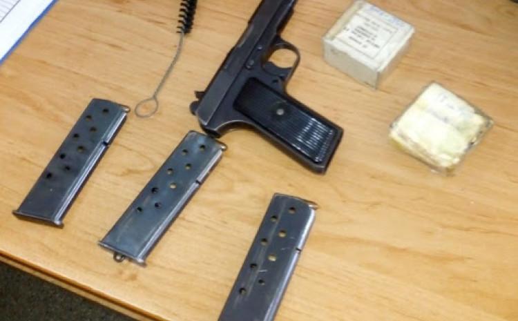 Oduzeti pištolji i droga