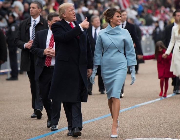 Melanija nosila plavo odijelo Ralfa Lorena