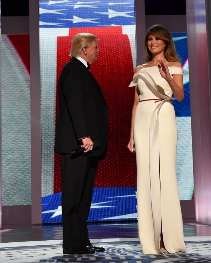 Na inauguracionom balu pojavila se u dugoj beloj haljini dizajnera Ervija Pjera