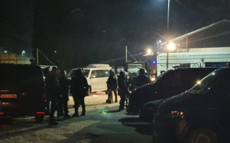 Stotine policajaca na terenu