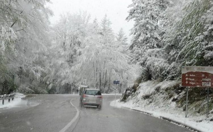 Na većini putnih pravaca u BiH saobraća se po pretežno vlažnom ili mokrom kolovozu