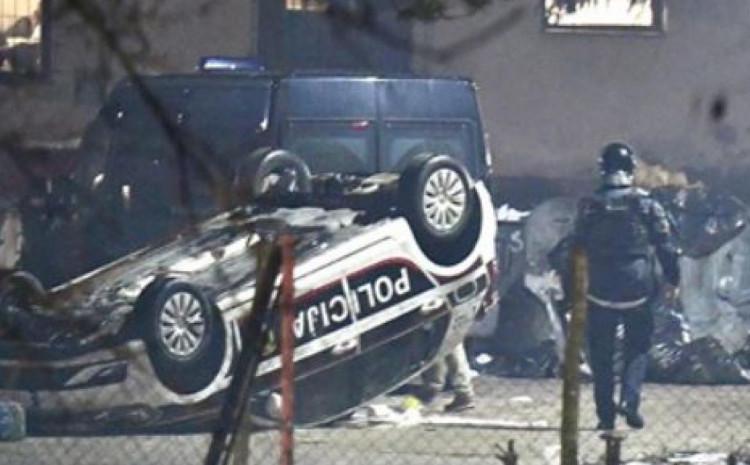 Oštećeno 20 službenih vozila