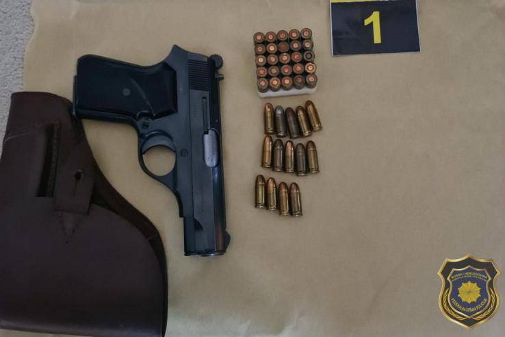 Pištolj koji je pronađen kod osumnjičenog