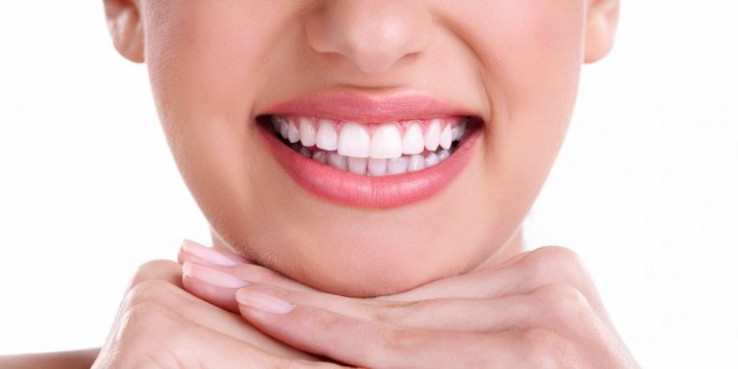 Šminka može istaknuti zube