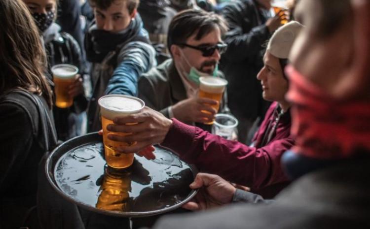 Česi otvorili barove u znak protesta protiv mjera