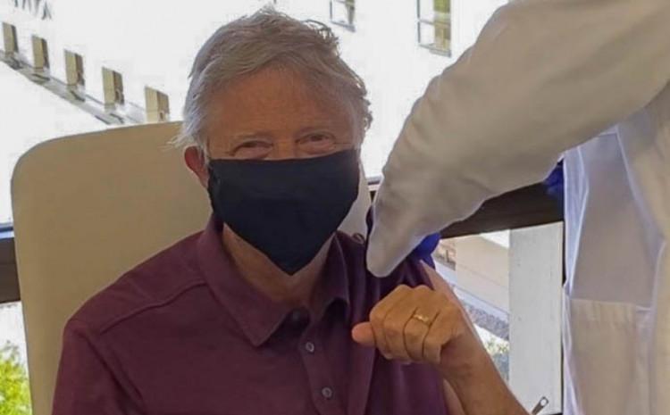 Gejts: Primio vakcinu protiv korone