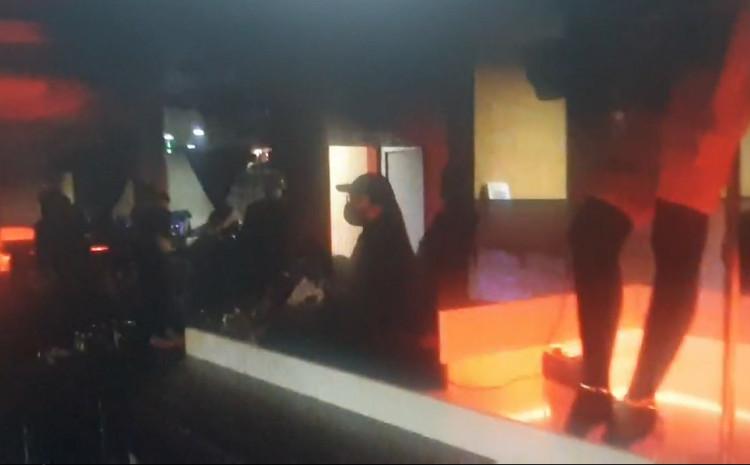 Policija u striptiz klubu