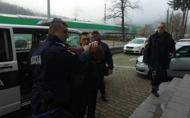Uhapšeni muškarac na kriminalističkoj obradi