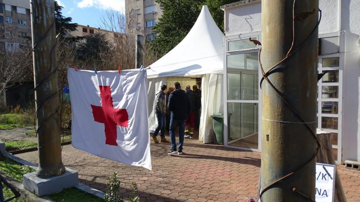Šator postavili prekoputa zgrade Vlade HNK