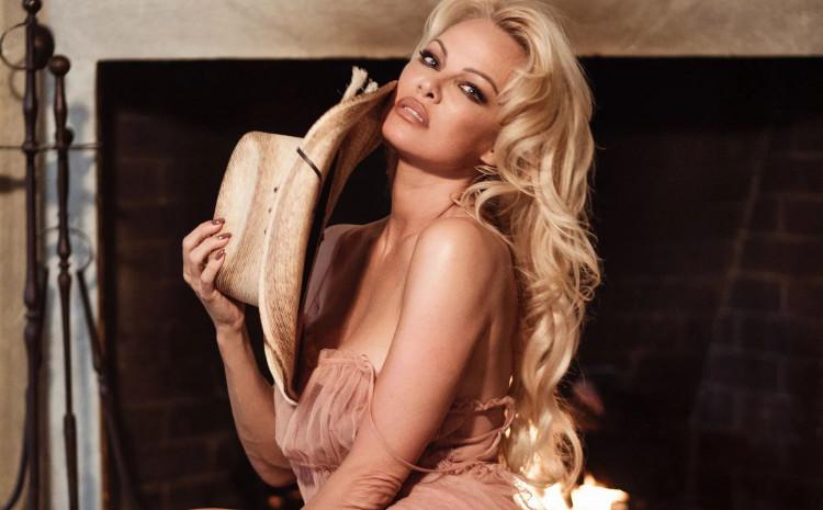 Pamela Anderson briše društvene mreže