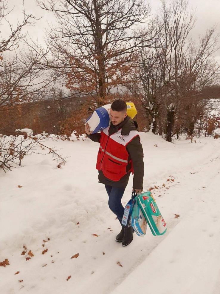 Pješačio do sela Veluše Gornje