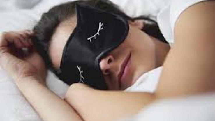Uz malo truda do maske za spavanje