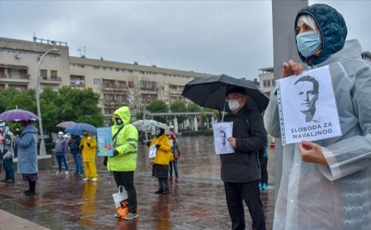 """Demonstranti su nosili transparente na kojima je između ostalog pisalo """"Sloboda za Navaljnog"""" i """"Nešto je trulo u državi Rusiji"""""""