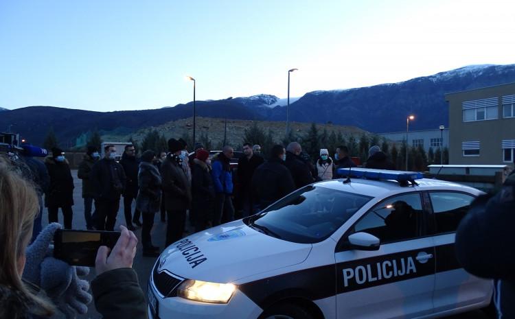 S blokade: Policija ih legitimisala