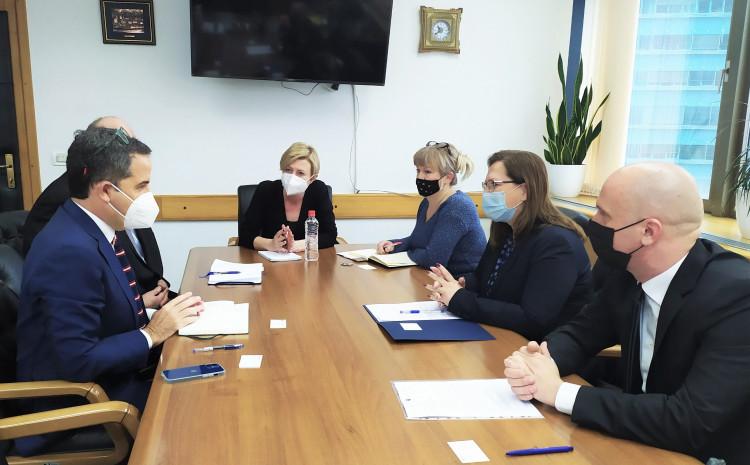 Ministrica Gudeljević na sastanku saprivremenim šefom Ureda WHO-a za BiH dr. Fabiom Skanom