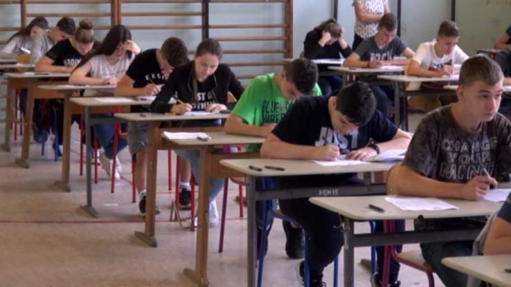 Dodatni pritisak na učenike, nastavnike i roditelje u KS