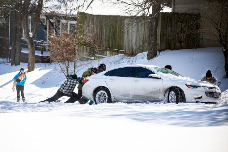 Ostin: Obilne padavine paralizirale saobraćaj