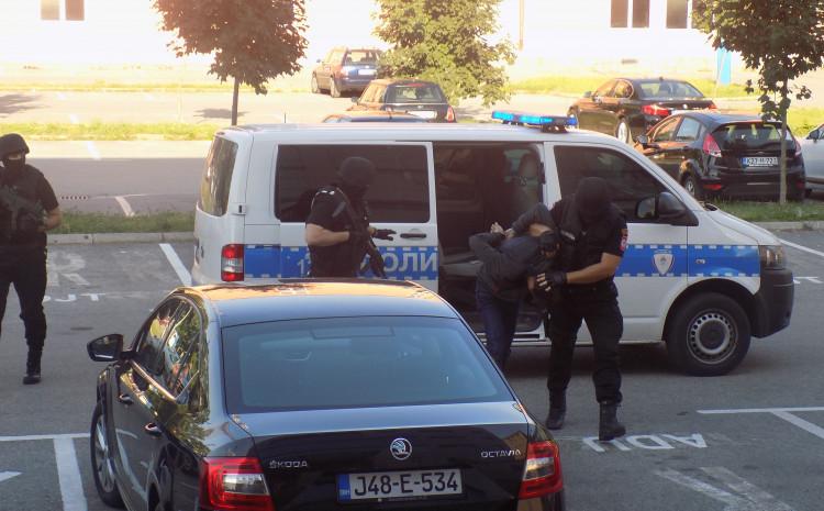 """Privođenje osumnjičenih u akciji """"Unikat"""""""