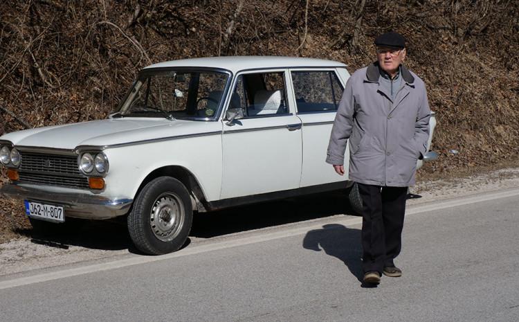Radoslav Đekić pored svog vozila