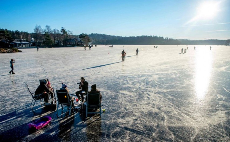 Accidents caused by people walking across unstable ice are common in Sweden, but it is rare for the death toll to be so high