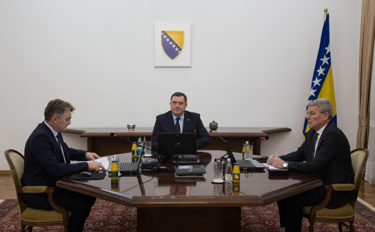 Predsjedništvo BiH: Rasipaju se državnim novcem