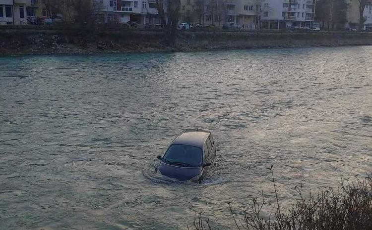 Sumnja se da vozač nije adekvatno osigurao automobil