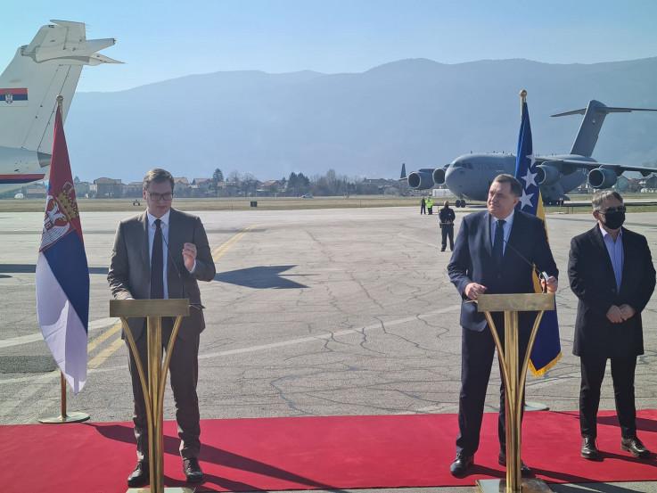Vučić i Dodik na Sarajevskom aerodromu