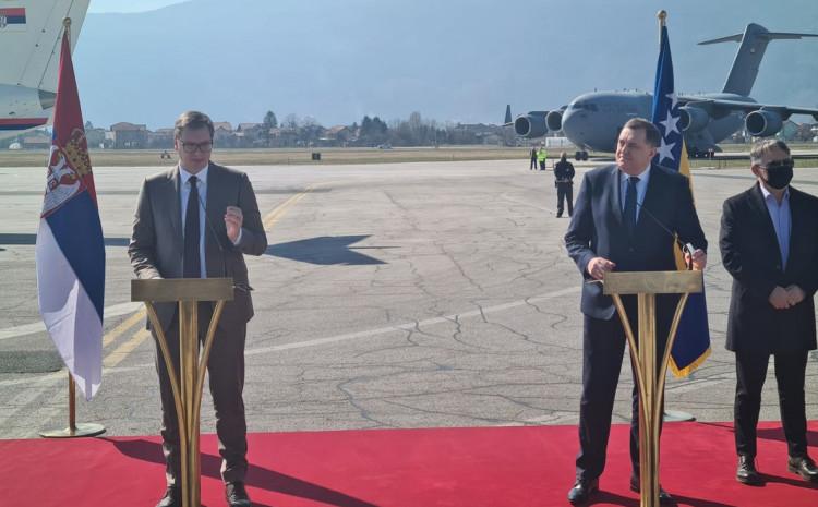 Vučić na sarajevskom aerodromu
