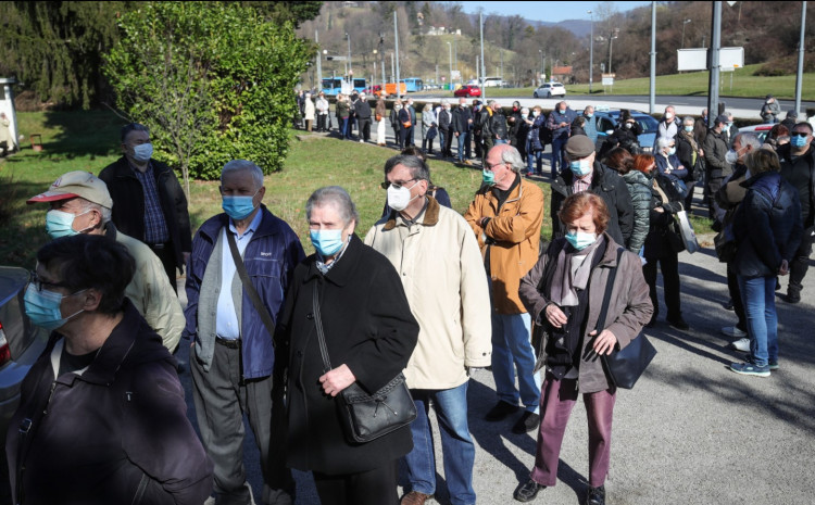 Zagreb: Gužva za cijepljenje na punktu Hrvatskog zavoda za javno zdravstvo