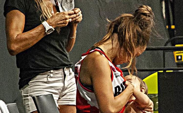 Gonzales je svoju 11-mjesečnu kćerku nahranila prije početka utakmice