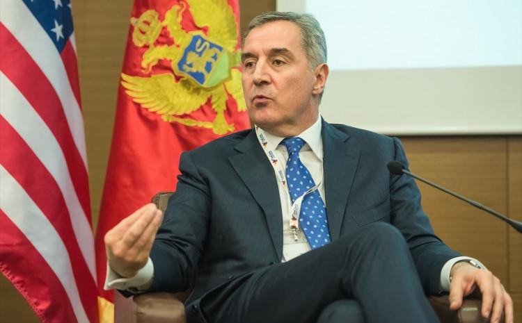 Đukanović odgovara na pitanja novinara iz regiona na Petom novinarskom online forumu