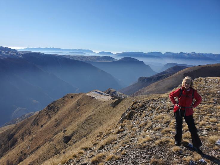 Slobodno vrijeme provodi sa prijateljima planinareći ili šetajući prirodom