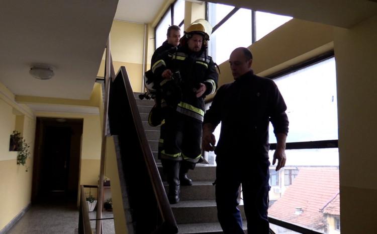 Vatrogasci ugasili požar u zgradi