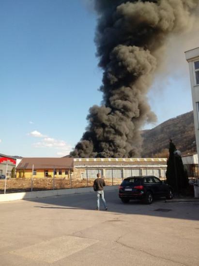 Vatra se proširila na cijelu proizvodnu halu