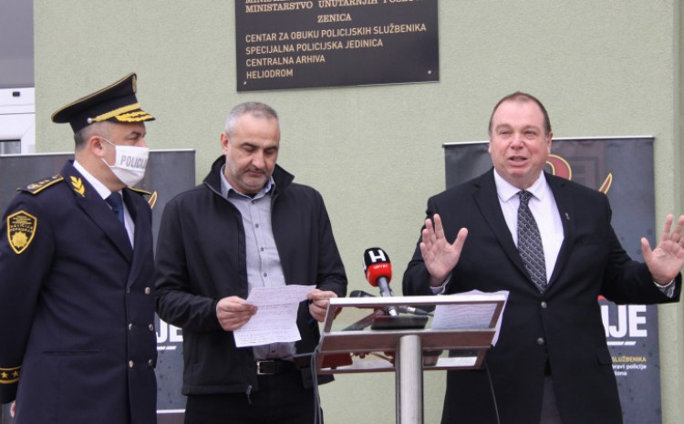 Larson zadovoljan načinom provođenja konkursa za prijem novih policijskih službenika u ZDK