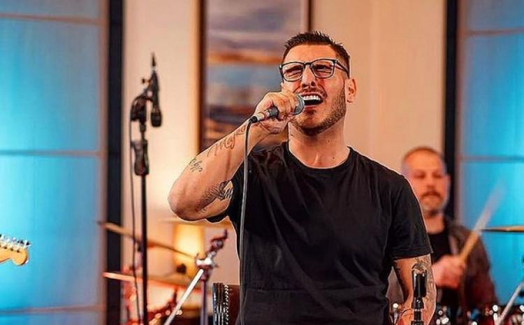 Pjevač Darko Lazić je u decembru prošle godine ostao bez oca Milana