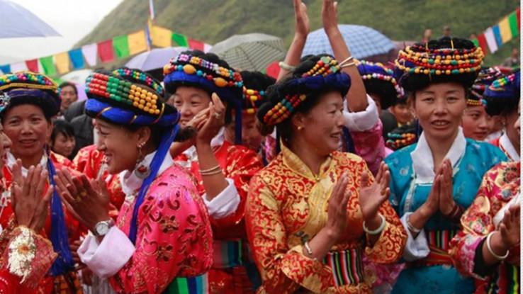 Postoji nekoliko aspekata Mosua kulture koji privlače pažnju ostatka svijeta