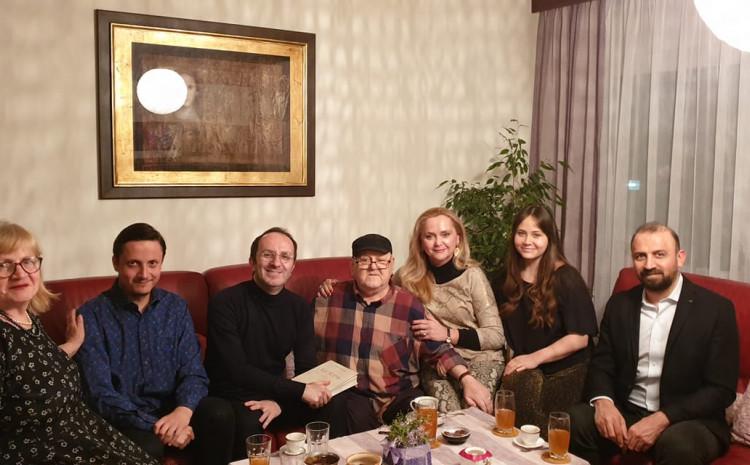 Sidran s porodicom u društvu ljekara iz Turske
