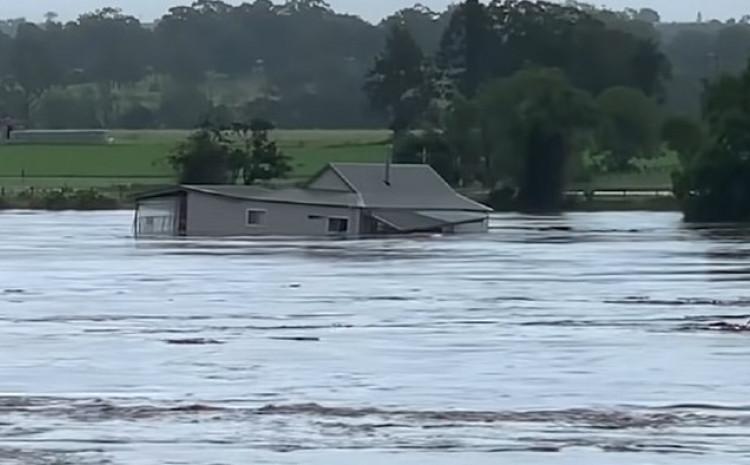 Voda nosi kuću