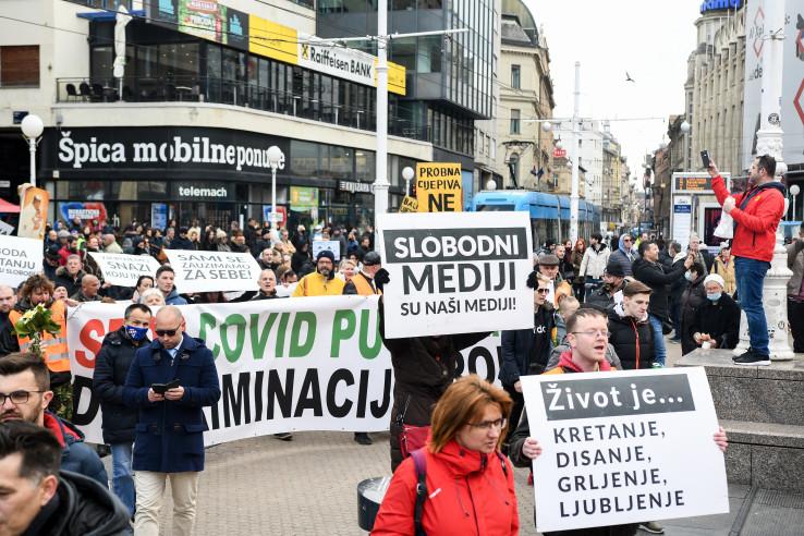 U Zagrebu se na Trgu bana Jelačića okupilo nekoliko stotina ljudi