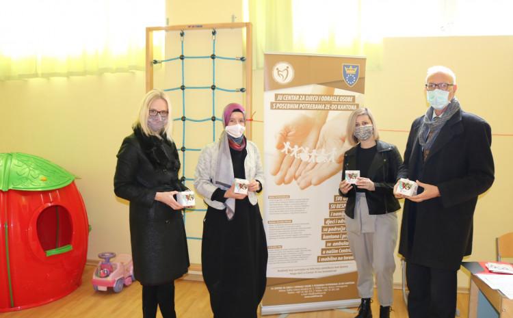 Addiko banka Sarajevo uručila 12 GPS satova osobama i djeci sa poremećajima iz autističnog spektra, korisnicima JU Centar za djecu i odrasle osobe s posebnim potrebama ZDK