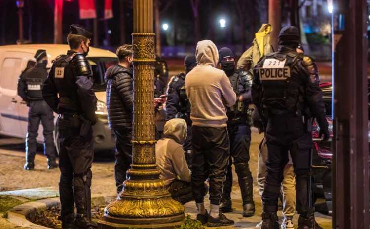 Studenti se okupili na otvorenom, policija ih rastjerala